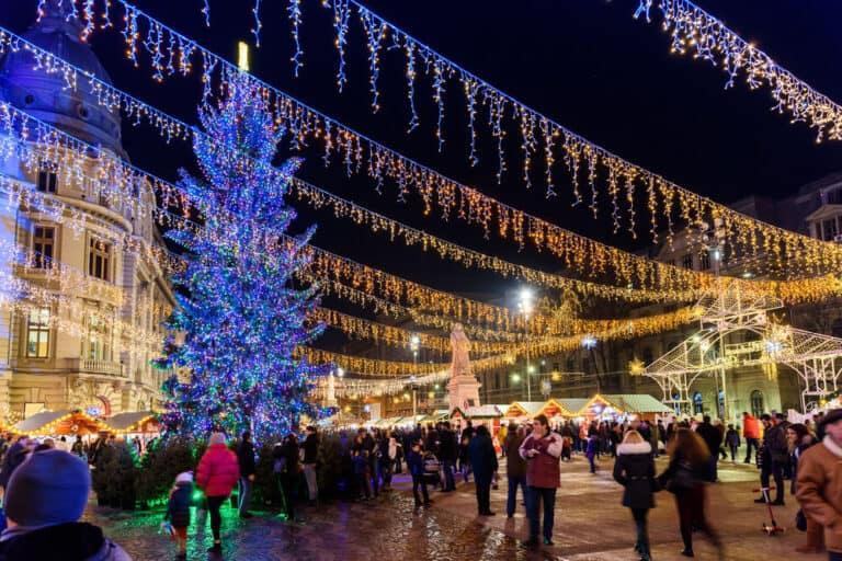 שוק חג המולד בוקרשט - The Christmas Market Downtown Bucharest City At Night In The University Square.